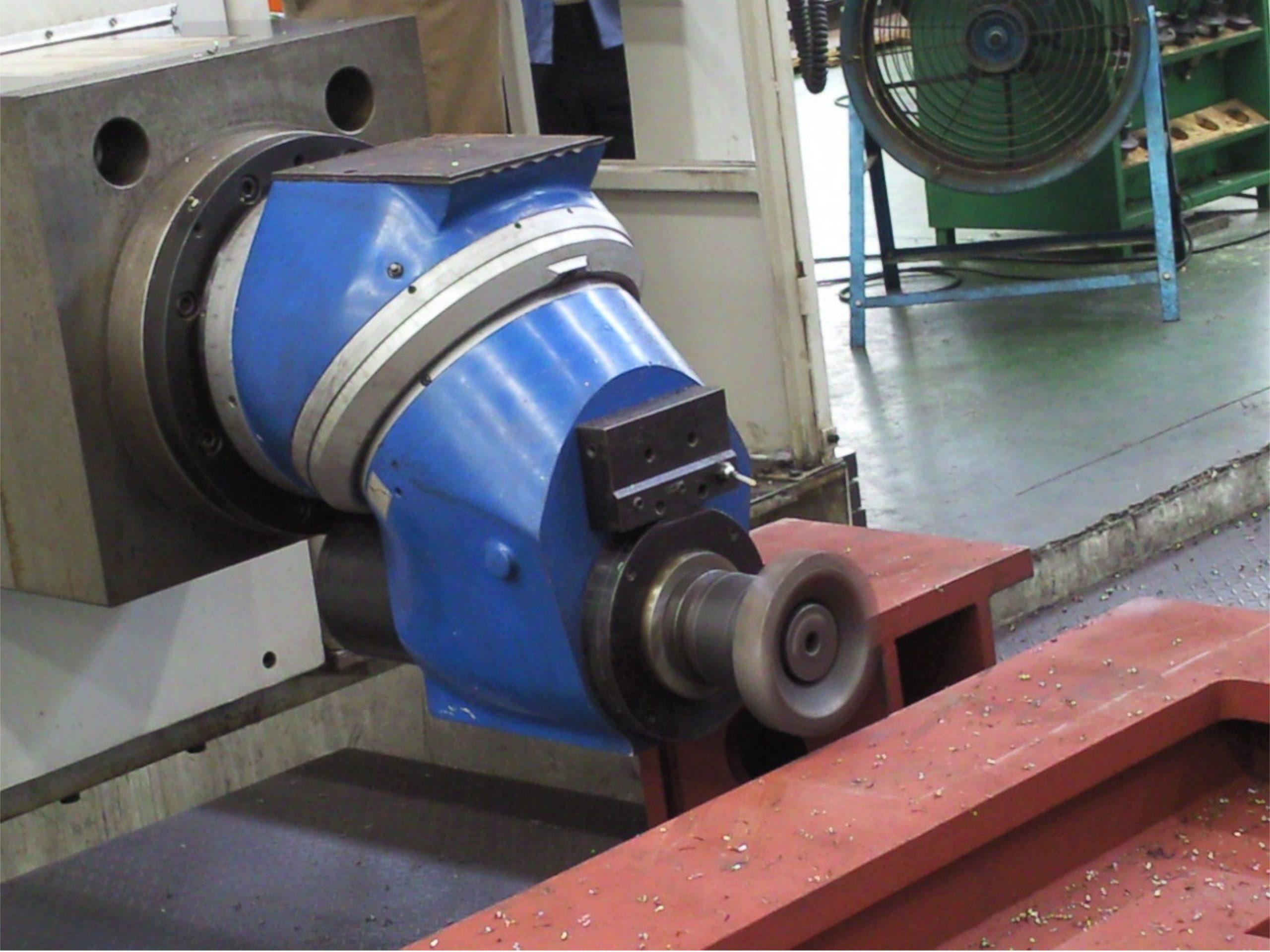 EMENA cabezal de fresado milling head VGCi en maquina 3